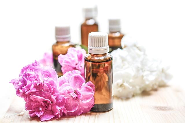 Jak prawidłowo dobierać olejki dotwarzy? Jakie olejki dla poszczególnych rodzajów cery?