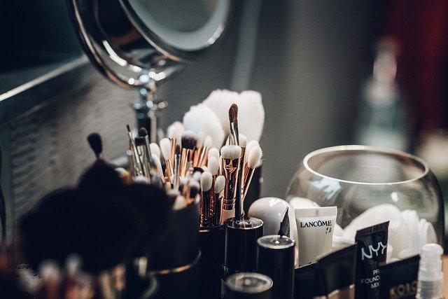 Co powinno znaleźć się nawiosnę wnaszej kosmetyczce?